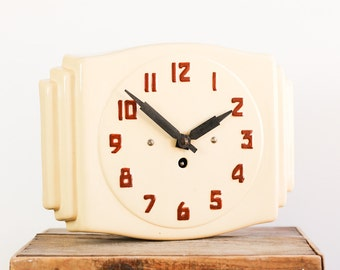 Vintage French Deco Ceramic Wind Up Kitchen or Wall Clock in Cream. Complete with Key and Working