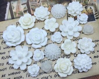 20pcs - Resin Flower Cabochons - White