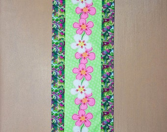 Table Runner - Quilted - Wool Applique - Pink and White Funky Flower Applique Table Runner #2