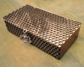 Delaforja Tri-Metal Medium Honeycomb Box with Individualized Pendants (model shown with Rose Pendant)