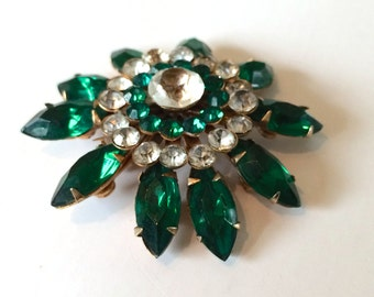 Sparkling Emerald Green Rhinestone Flower Brooch Vintage Style Fashion Jewelry