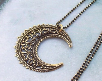 SALE Wiccan Moon Necklace, Crescent Moon Necklace, harvest moon, pagan, filigree, fall fashion, wicca, gold, astrology