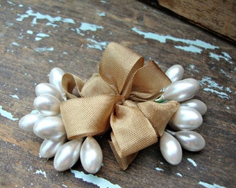 Large Creamy White Pearl Stamen Bundle