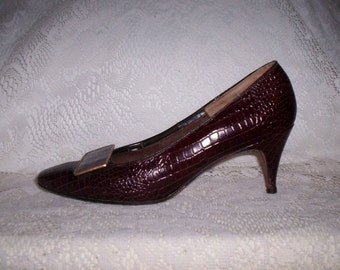 50 CENT SALE Vintage 1960s Ladies Brown Leather Moc Croc Pumps by Spiegel size 5 1/2 Now .50 USD