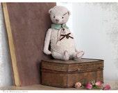 Artist Teddy bear Berry 6 inch 21 cm white grey