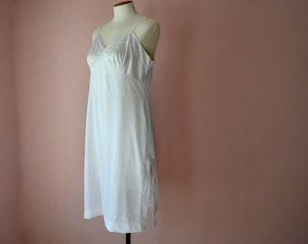 Simple White Slip Dress.  Vincent Full Slip.  Modern Plus Size 38 40 Large XL VL358
