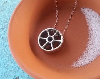 Rotelle Wagon Wheel Pasta necklace in sterling silver, handmade gift for foodie, food lover, pasta pendant, silver wagon wheel, silver pasta