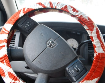 Steering Wheel Cover Red and white scratched line patterned.