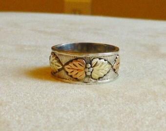 Black Hill Gold Mens Ring Band set in Sterling Silver Indian Makers Mark inside Size 9 Nice Carved Leaf Detail