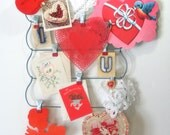 Vintage Wire RED Clip Memo Board Photo / Mail / Letter / Valentines / Christmas Card Holder Clothes Skirt Apron Hanger Farmhouse or Cottage