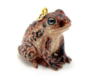 1 - Porcelain Toad Pendant Animal Hand Painted Ceramic Animal Ceramic Brown Toad Vintage Jewelry Supplies Little Critterz (CA241)
