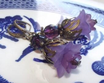 Bridesmaid Earrings - Purple Flower Earrings - Lucite Flower Earrings - Acrylic Flower Earrings - Wedding Jewelry - Flower Earrings