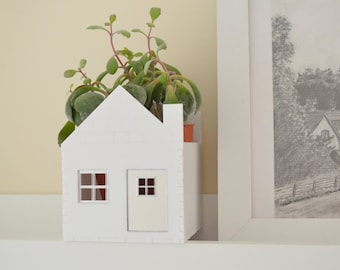 Succulent planter little house in white and silver