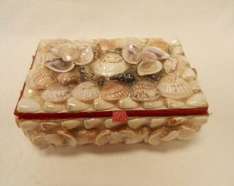 French Collectible Vintage Seashell Souvenir Trinket / Jewelry Box (B111)
