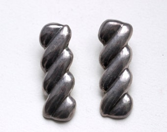 1970s Long Mexican sterling silver earrings ribbed abstract modern pierced ears