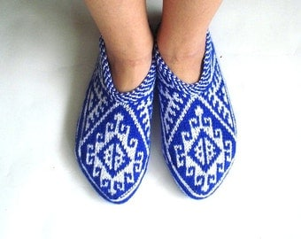 women slippers, womens slippers home shoes flats Turkish Socks Slippers, crochet slippers, white and blue house shoes, gifts for women