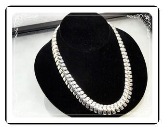 Signed Napier Necklace - Silvertone Modernist Vintage   Neck-2048a-122512000