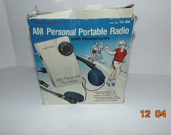 Vintage Realistic AM Personal Portable Radio with headphones box clip on 12-108