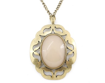 Vintage Feel BIG Gold tone Light Tan Oval Stone Floral Plate Pendant Necklace,A12