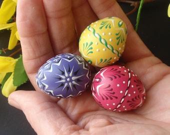 Set of 3 Quail Eggs Pysanky, Polish Pisanki, Wax Embossed Eggs