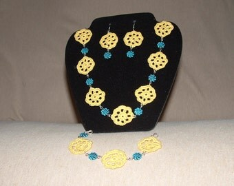 Yellow flower and blue bead necklace set