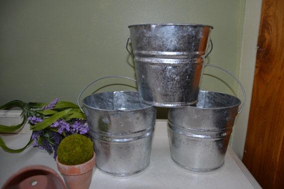 Galvanized bucket silver flower buckets w metal by for Large galvanized buckets for flowers