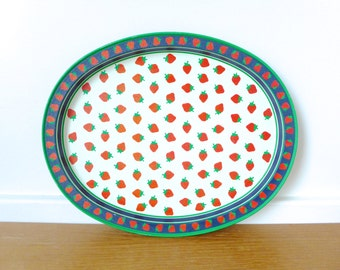 Oval strawberry try with green rim