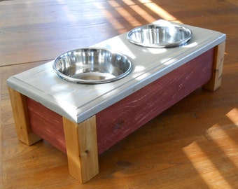 Country style small dog feeder