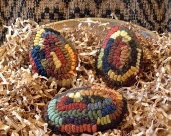 Primitive Folkart Set of 3 Scrappy Hit or Miss Hooked Rug Eggs  Beaconhillcollect  We Ship Internationally