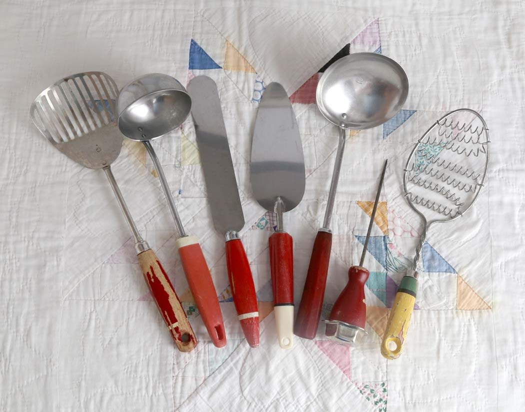 Vintage red handle utensils set of 7 kitchen by for Handle kitchen set