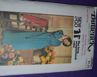 Butterick 3966  Misses Robe Sewing Pattern  UNCUT - Size Petite (6) or  Size Sml(8-10)