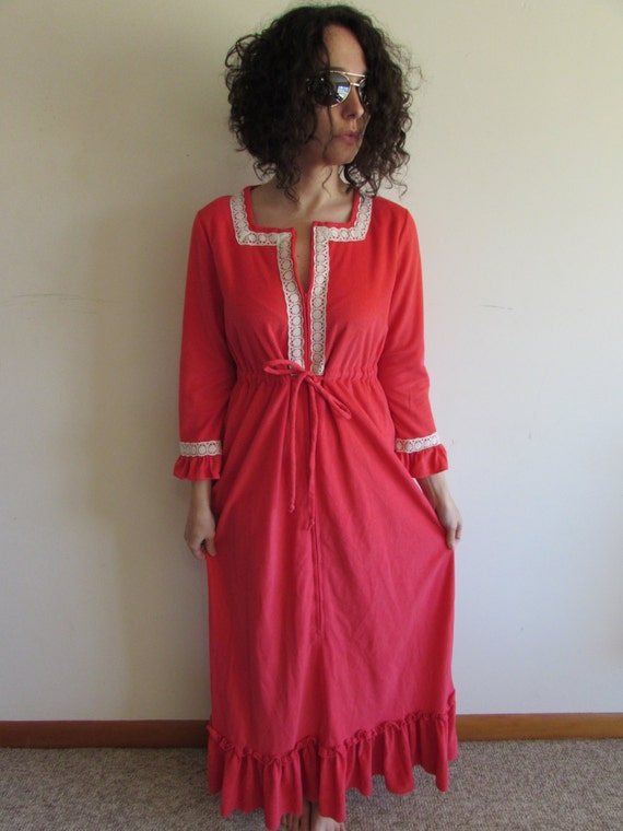 Vintage Pink And White Lace Modest Flannel Like Nightgown Robe