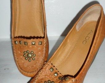 these are sharp  80 -90s does 70s  aldo wedge shoes  very boho looking  size 37   6.5 studded design