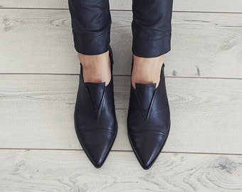 Pointy Flat black leather handmade shoes / Stella shoes