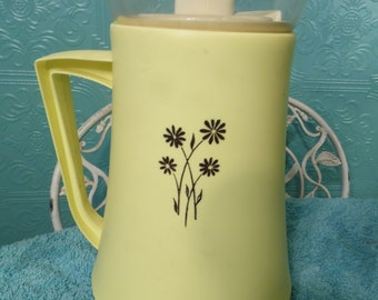 Vintage Retro David Douglas Pitcher, Glass Plastic Yellow White Flower USA Gold