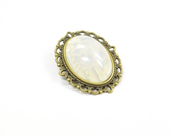 Brooch white Glass Metall