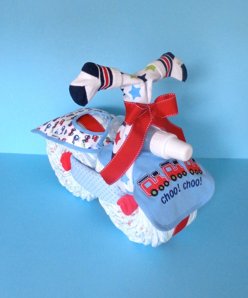 moto choo choo train diaper diaper cake g teau de couches. Black Bedroom Furniture Sets. Home Design Ideas