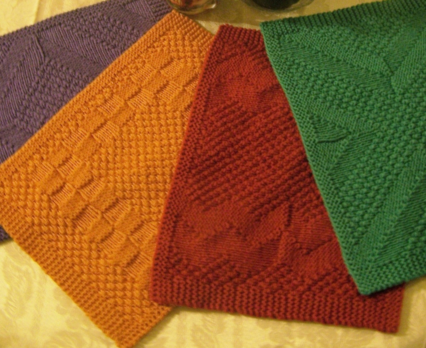 Knitting pattern really reversible placemats table runners for Table knitting
