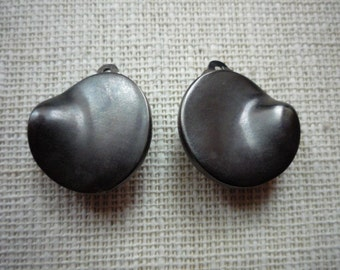 Vintage J. Sonohara Freeform Circular Abstract Raised Curved Deep Pewter  Clip On Earrings