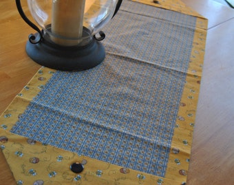 Honey Bee Table Runner