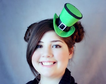 Green Mini Top Hat, St-Patricks Day Hat, Mad Hatter Hat, Fascinator, Mini Hat, Top Hat, Mini Hats, Tea Party Hat, Wedding Hat, Women Top Hat