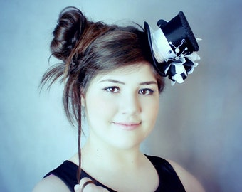 Black Mini Top Hat, Black and White Hat, Mad Hatter Hat, Fascinator, Mini Hat, Top Hat, Mini Hats, Tea Party Hat, Wedding Hat, Women Top Hat
