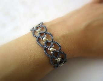 Pearl gray lace bracelet | frivolitè | tatted beaded bracelet | made in Italy | tatting jewelry | fiber jewelry