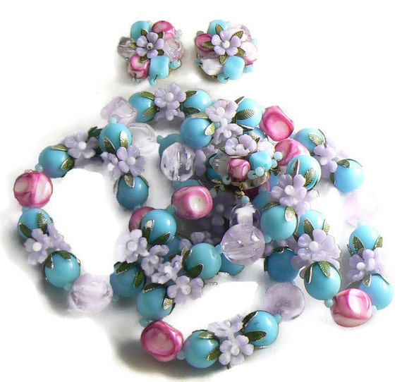 Vintage Plastic Flower Bead Necklace Clip Earring Set Unique