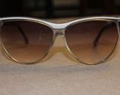 Vintage Ladies Cat Eye sunglasses black and white