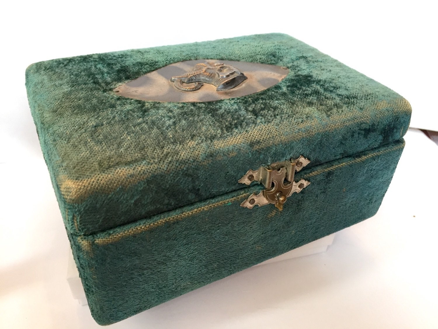 Vintage jewelry box antique victorian french velvet ring box for Vintage antique jewelry box