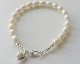 Pearl Heart Charm Bracelet, Sterling Silver Heart Charm, White Pearl Bracelet, Pearl Wedding Jewelry, Bridesmaid Gift, Pearl Jewellery Gift