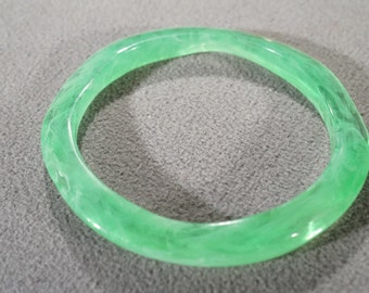 Vintage Art Deco Style Lucite Lime Green Bangle Bracelet Jewelry   K