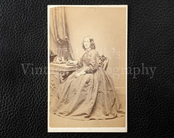 Carte de Visite CDV Photograph of a Seated Young Woman - Henry Keet Liverpool