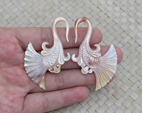 6g Gauge Earrings 4 mm MoP Fish Tail Gauge, Yellow Mother of Pearl Gauge Earrings